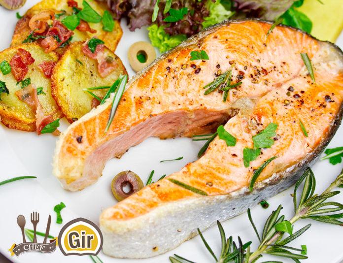 Ricetta Salmone Vino Bianco.Salmone Al Forno Con Pomodorini E Patate Al Vino Bianco Chef Gir Ricette E Videoricette