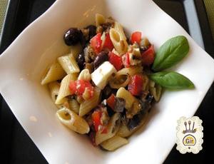 Mezze maniche con olive e melanzane